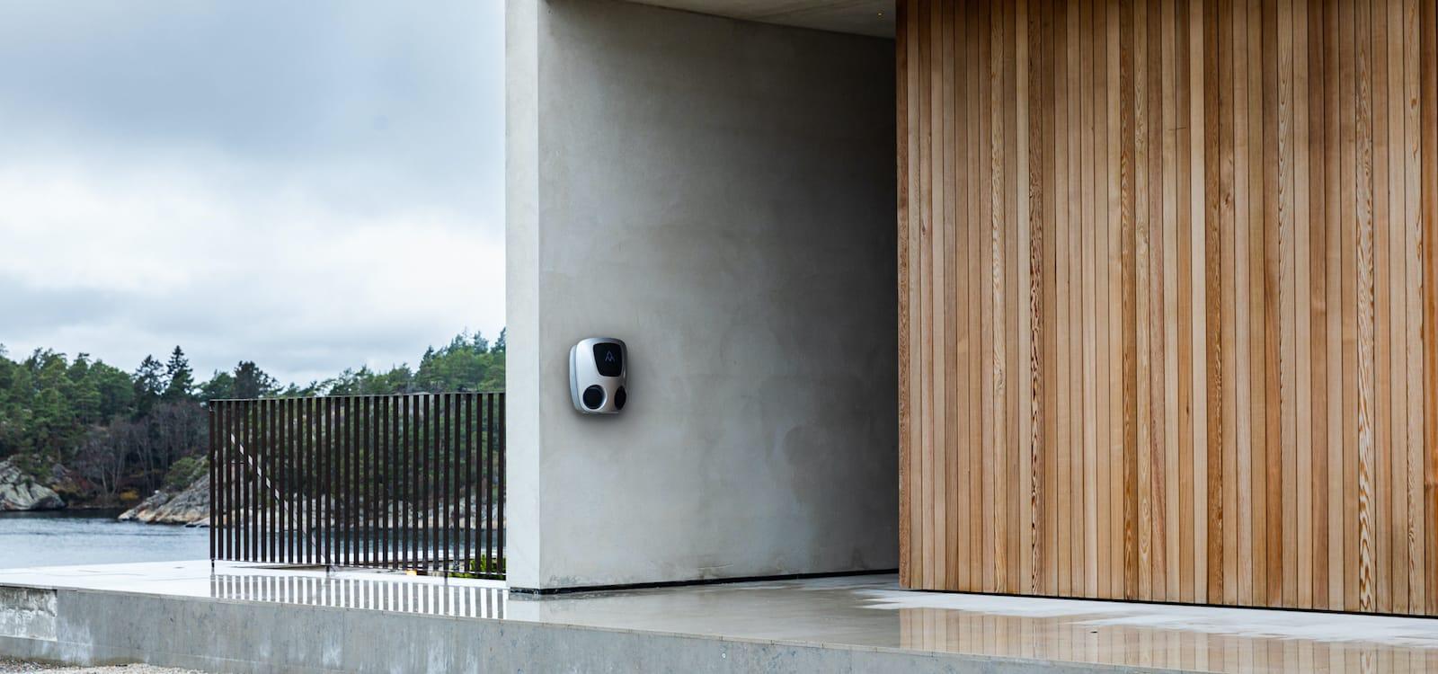 installation laddbox Charge Amps Aura